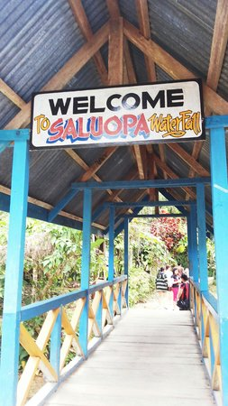Saluopa Waterfall: Entrance to waterfall