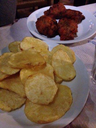 Simos Taverna: Patate fresche fritte e polpette di pomodori
