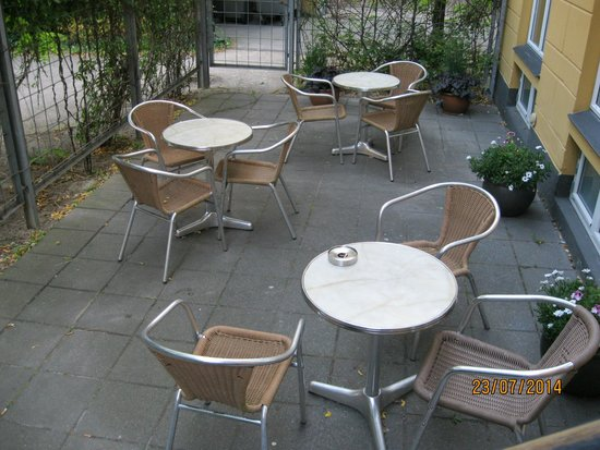 Hotel Copenhagen Crown: Pleasant seating area at rear of hotel
