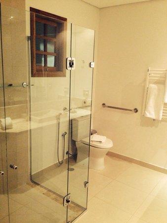 Hotel Le Renard: Banheiro adaptado