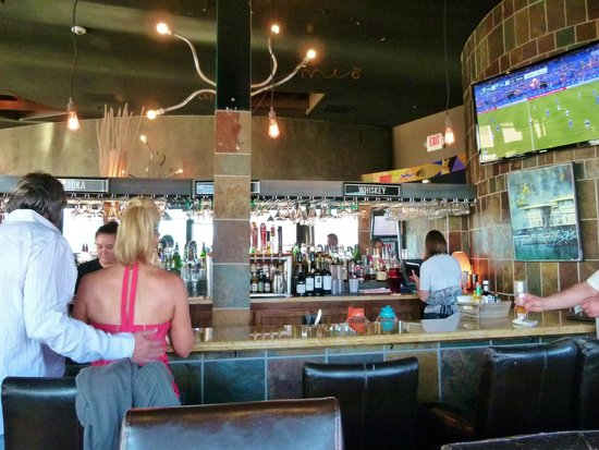 Kyllo's Seafood Grill : Waiting in the bar for a table
