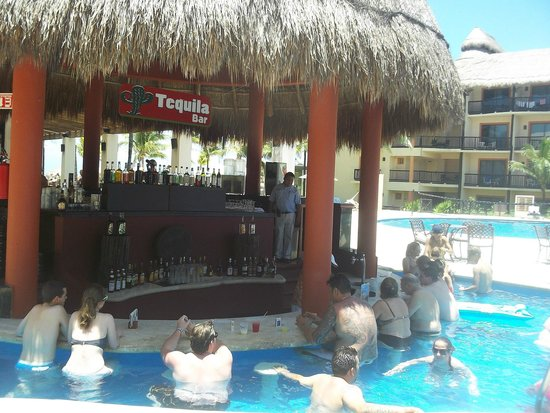 Catalonia Yucatan Beach : Tequila Bar