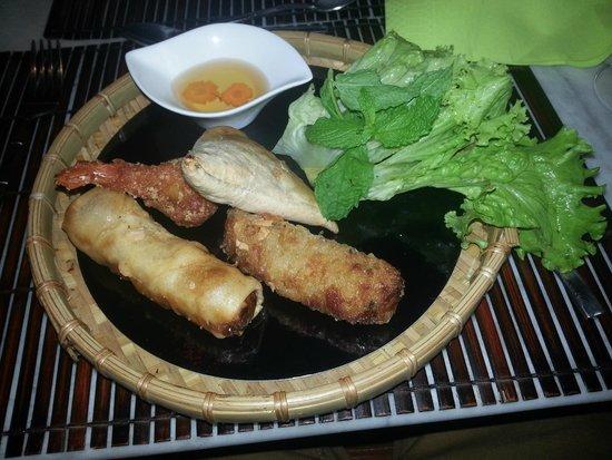 Coco Viet : Entrée : Mix de nems : nem thai, samoussa, beignet de crevettes et nem au poulet
