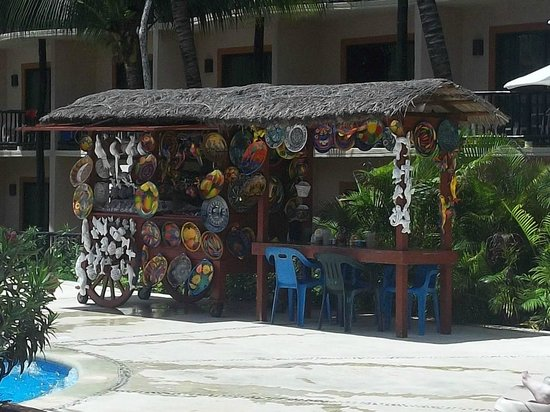 Catalonia Yucatan Beach : Paint pottery by the pool