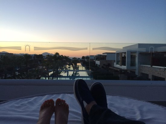 Sensimar Palazzo del Mare: Chillaxing watching the sunset!