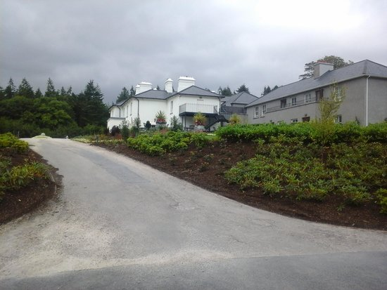 The Lodge at Ashford Castle: The view up to Lodge
