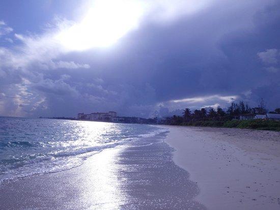 Orange Hill Beach Inn: Beautiful Sunrise