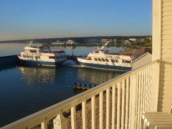 Hamilton Inn Select Beachfront The Ferry Is Next To Beach