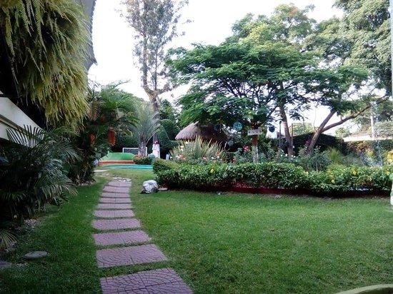 100% Natural Cuernavaca Rio Mayo: Jardín Y Minigolf Restaurante 100%Natural
