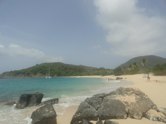 Happy Bay Beach: trail to happy beach