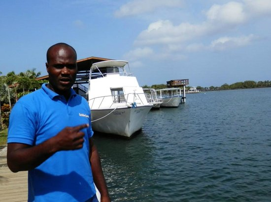 Bodden Tours: Humor - our host for the day!