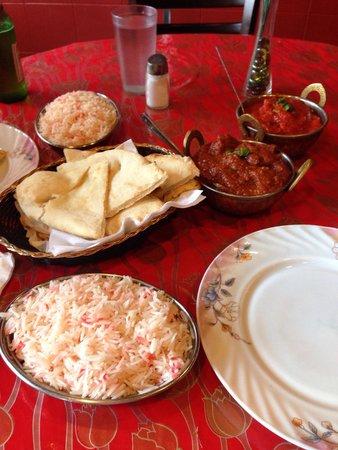 Taj Indian Restaurant: Our dinner!