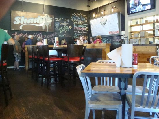 Shady's Burgers: Dining and ordering area