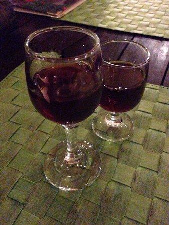 Pelican Kipos: Vino/amaro tipico greco molto dolce :) buonissimo ed offerto dal bar