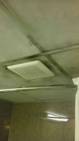 Super 8 Bellmawr NJ/Philadelphia PA Area: Serious smoke damage in the bathroom and on the walls