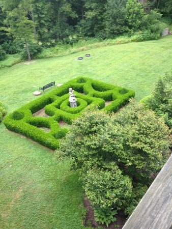 Ravenwood Castle: The garden from our balcony