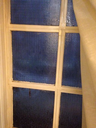 The Palace Hotel: Window doesn't open. No fresh air.