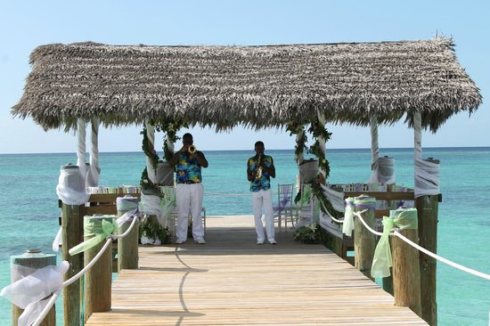 Compass Point Beach Resort: The pier decorated