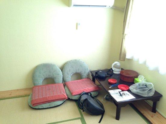 Kyoto White Hotel : Habitación (mesa y sillones)