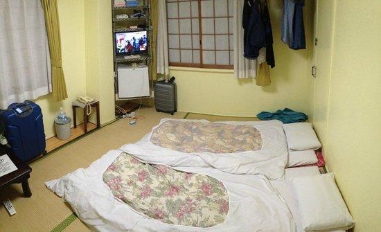 Kyoto White Hotel : Habitación (con los futones extendidos)