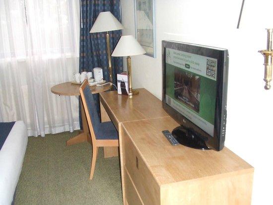 Holiday Inn Warrington: Pleasant Work Area