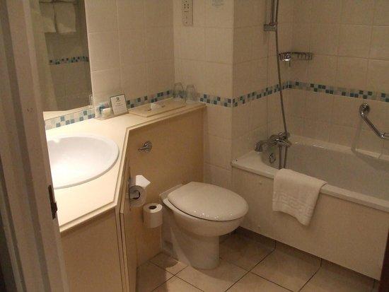 Holiday Inn Warrington: Well Maintained Bathroom