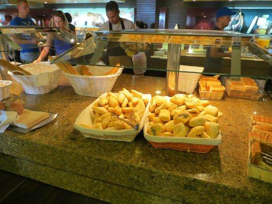 Hotel Elba Carlota : Pane fresco a colazione