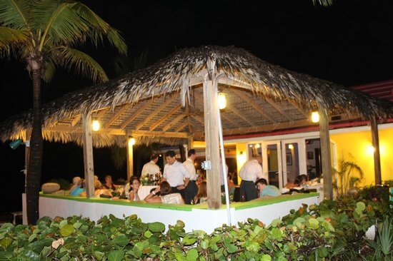 Compass Point Beach Resort: Gazebo cocktail hour