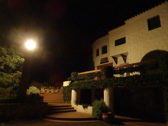 Hotel Ypora: Vista nocturna.