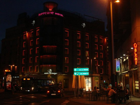 Hotel Santo Domingo Madrid : Fachada do Hotel a noite