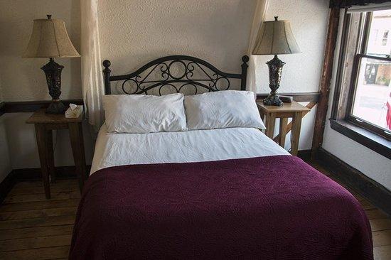Olde Angel Inn Hotel and Restaurant: Captain's Room