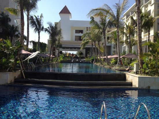 Swiss-Belresort Watu Jimbar: Amazing pool