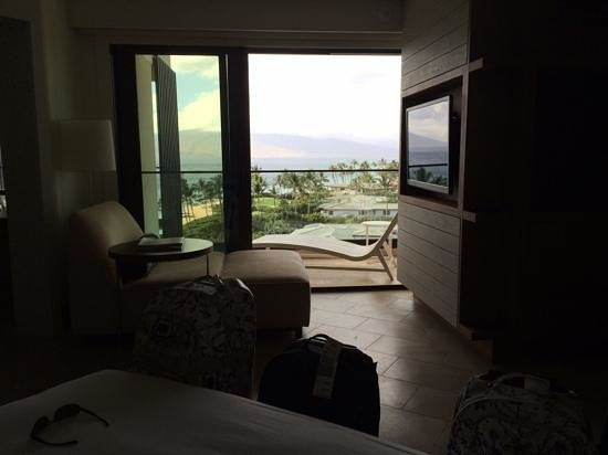 Andaz Maui At Wailea: Living room in suite