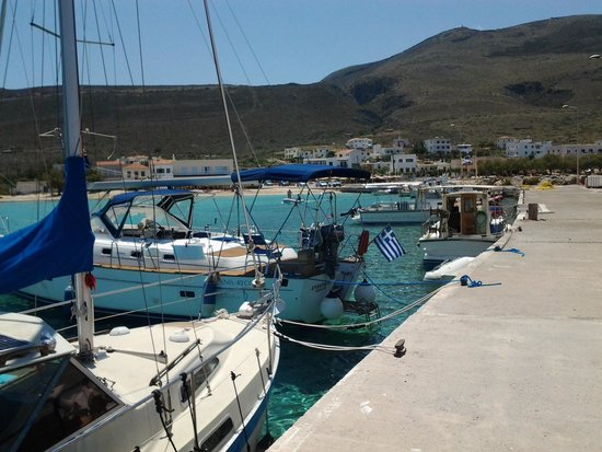 Filoxenes Katoikies : beautiful Diakofti harbour