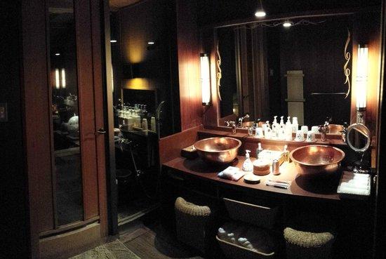 Hakone Ginyu: Bathroom