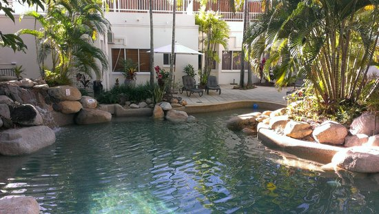 Alamanda Palm Cove by Lancemore: Heated pool and spa