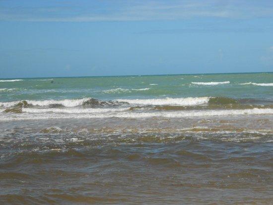 Nativos Beach: mar simplesmente lindo