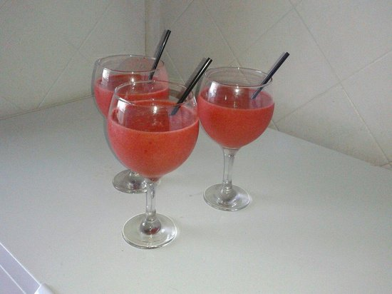 Luna Blue Lounge Bar: margaritaa d fresaa!!