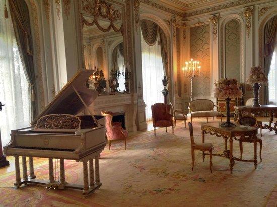 Henry Morrison Flagler Museum: Grand piano