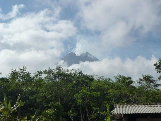 Merapi Volcano: merapi 3 km frm bunker