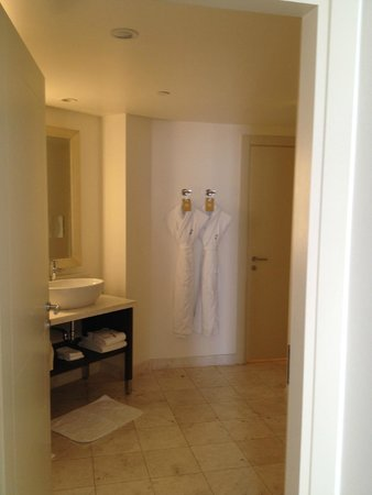 Kimpton EPIC Hotel : Junior Suite Bathroom