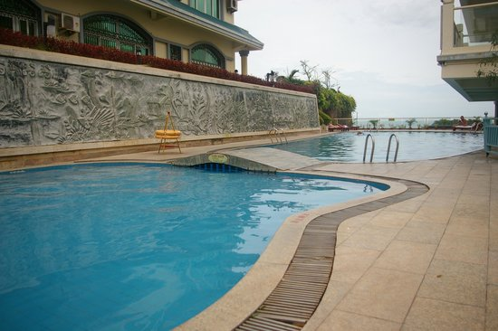 Linda Seaview Hotel: бассейн