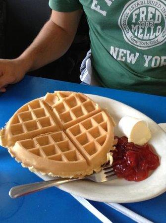Landmark Coffee Shop & Pancake House: waffles gnam gnam