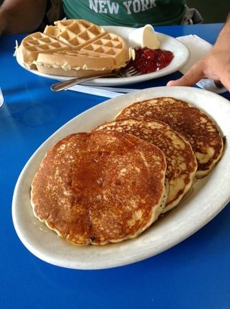 Landmark Coffee Shop & Pancake House: pancakes