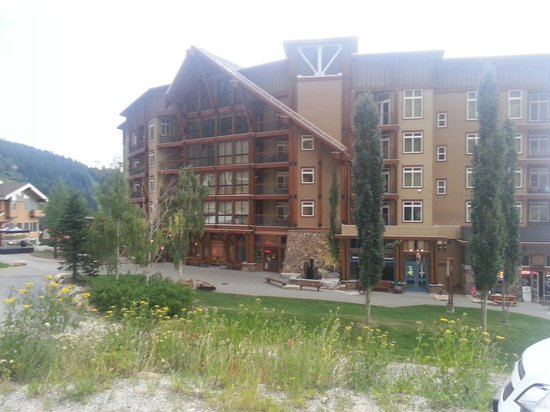 Schweitzer Mountain Resort Lodging: White pine and shops