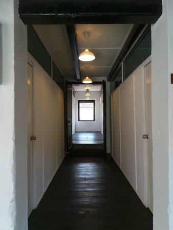 Layang Layang Guest House: walkway