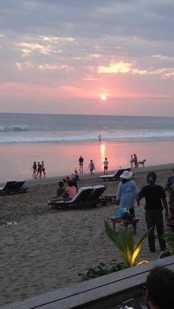Lakshmi Villas: Short walk to Ku De Ta Beach Club