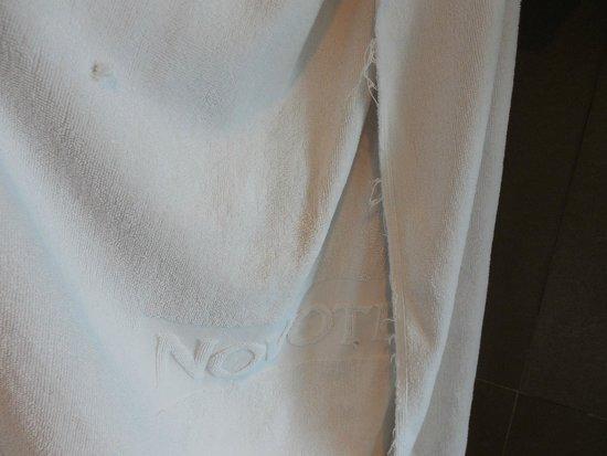 Novotel Bangkok Fenix Silom: Towel with holds.