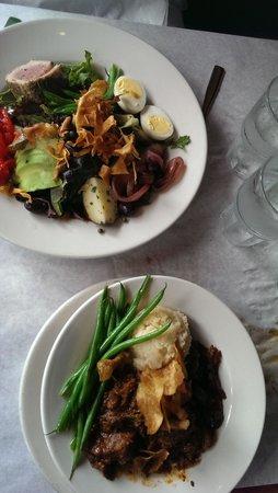 Leunig's Bistro: Beef Bourguignon and salade Nicoise