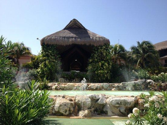 Catalonia Riviera Maya: Front of Resort